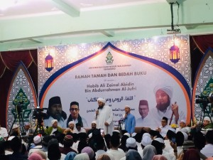 Habib Ali Zainal Abidin Bin Abdurrahman Al-Jufri dan Penerjemahnya