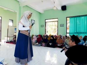 Muizzatus sa'adah ( Narasumber Fiqh Nisa' sekaligus alumni Pesantren Darul Falah Besongo).