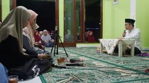 Prof. KH. Imam Taufiq ketika menyampaikan mauidhoh hasana kepada para santri