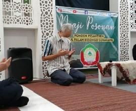 Doa bersama yang dipimpin oleh Ketua MUI Jawa Tengah (Ahmad Darodji) sebagai penutup kunjungan di Pesantren Darul Falah Besongo Semarang