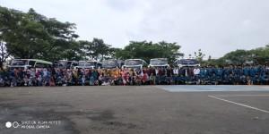 Foto keluarga besar Pondok Pesantren Darul Falah Besongo Semarang dalam rangka studi banding dan ziarah 2020